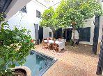Este riad puede ser tuyo en Assouel. Dimensión 290 m². Aire condicionado y piscina.