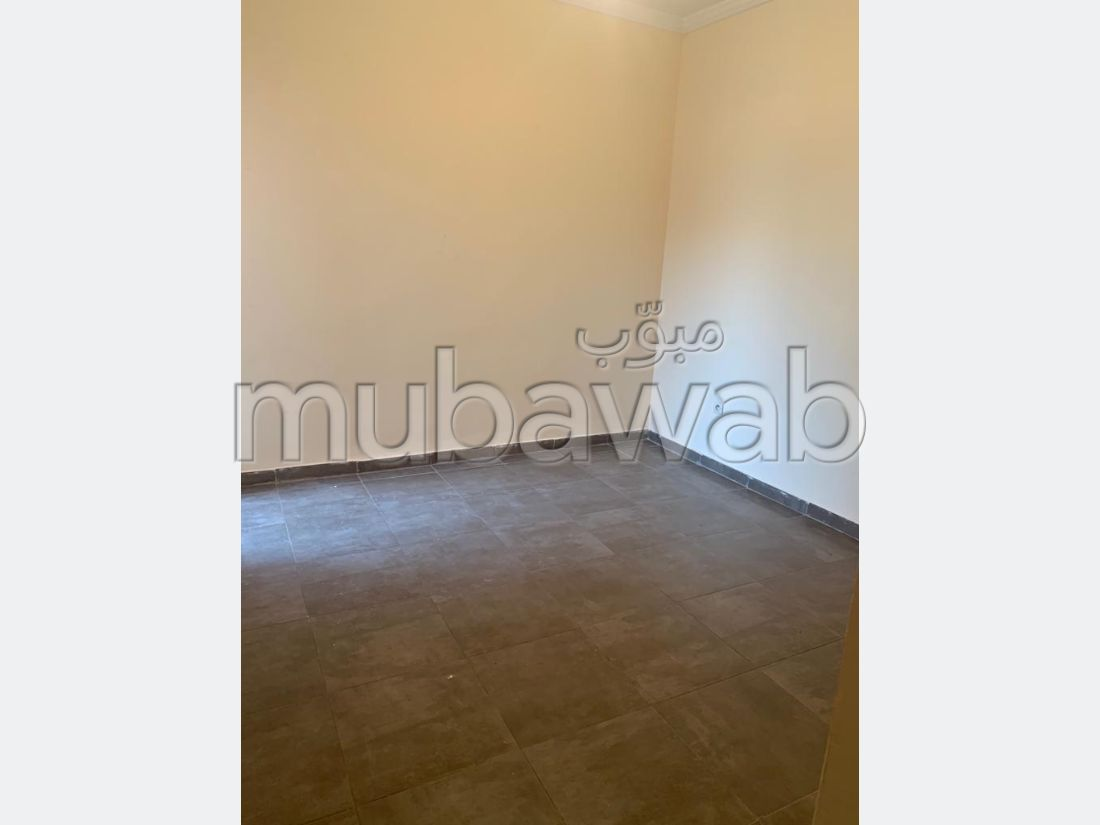 Bonito piso en alquiler en Route Casablanca. 3 habitaciones. Aparcamiento y balcón.