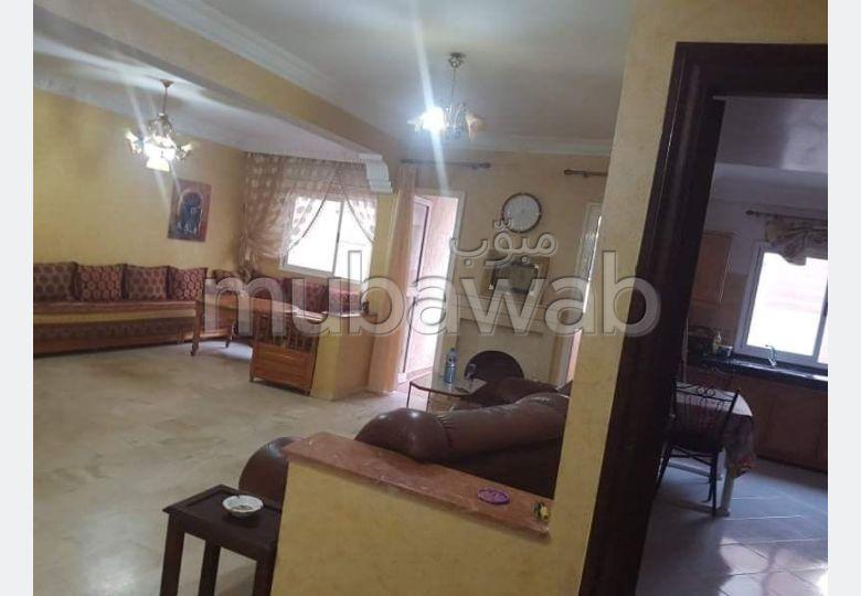 Louez cet appartement à La Siesta. Surface totale 114 m². Meublé.