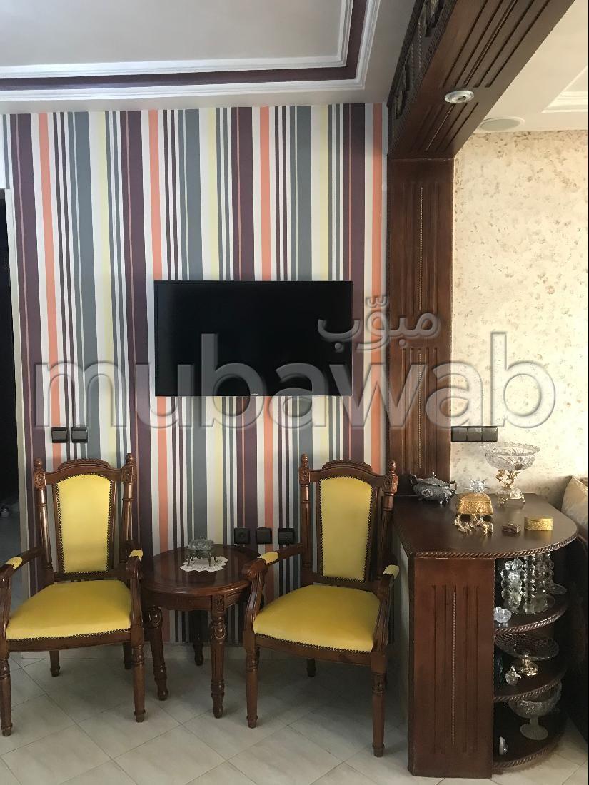 Se vende piso en Bourmana. Área total 113 m². Residencia con conserje, aire condicionado general.