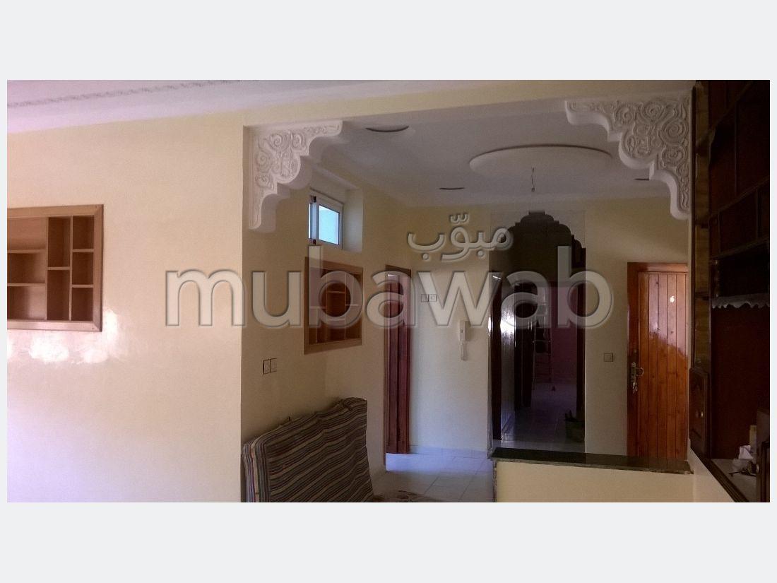 Busca pisos en venta en Hay Mohammedi. 4 Bonitas habitaciones. Puerta blindada, salón marroquí.
