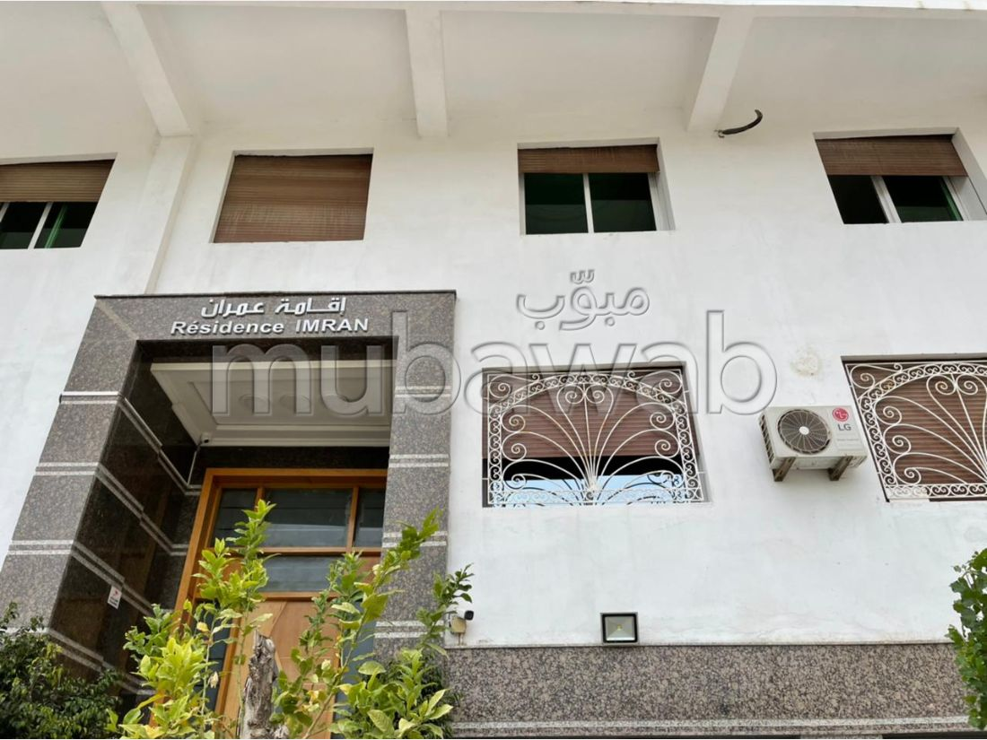 Lovely apartment for rent in Centre. Area of 200 m². Residence with security.