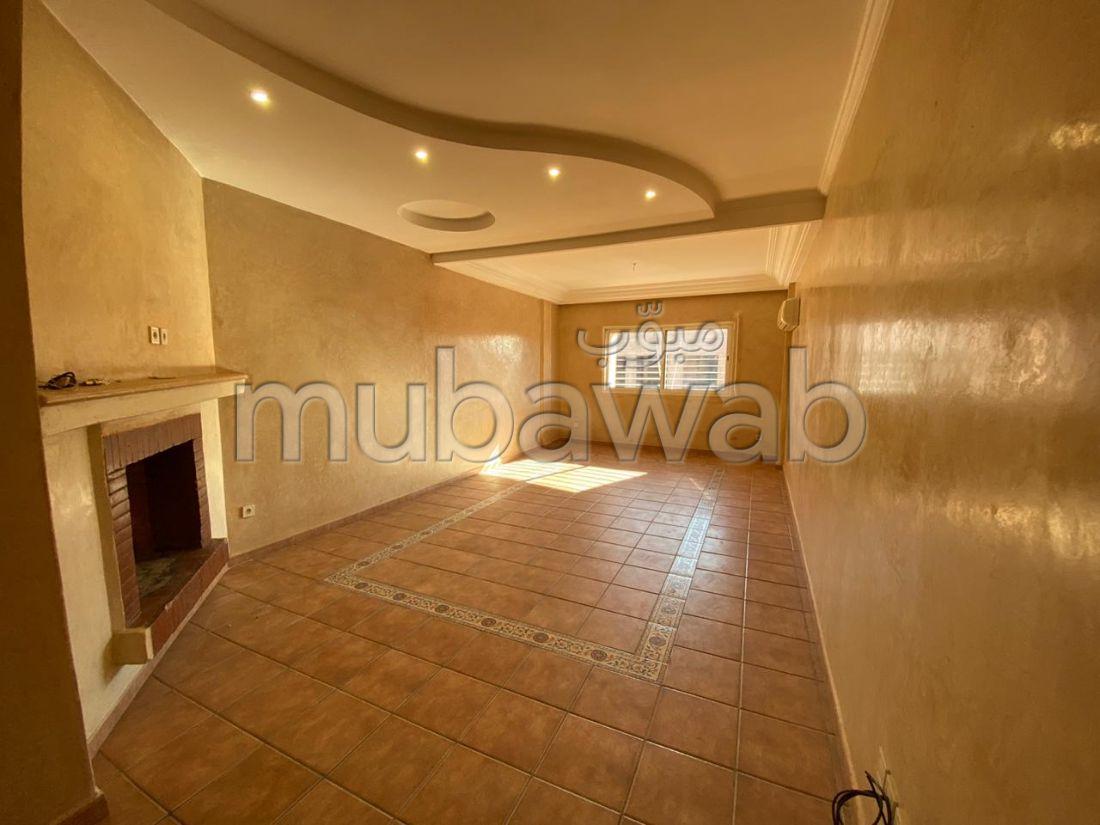 Piso en alquiler en Guéliz. Gran superficie 120 m². Servicio de chimenea y conserjería.