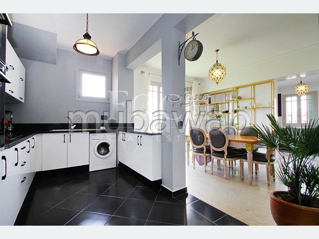 Very nice apartment for rent in Hivernage. Area 197 m². Cellar.