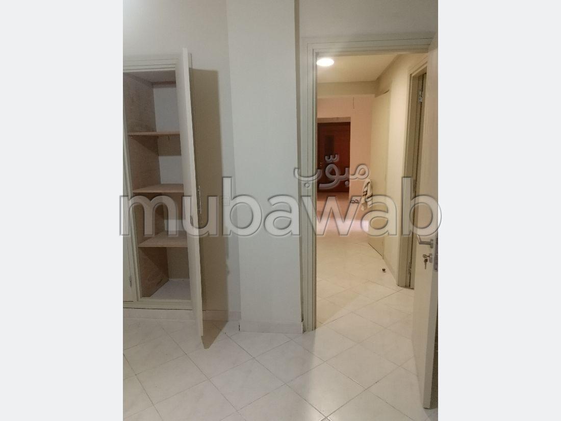 Superbe appartement à louer à Hay Saada. Superficie 88 m². Avec ascenseur et espace vert