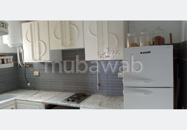 Sale of a lovely apartment in Chott Meriem. 1 room. Fitted kitchen.