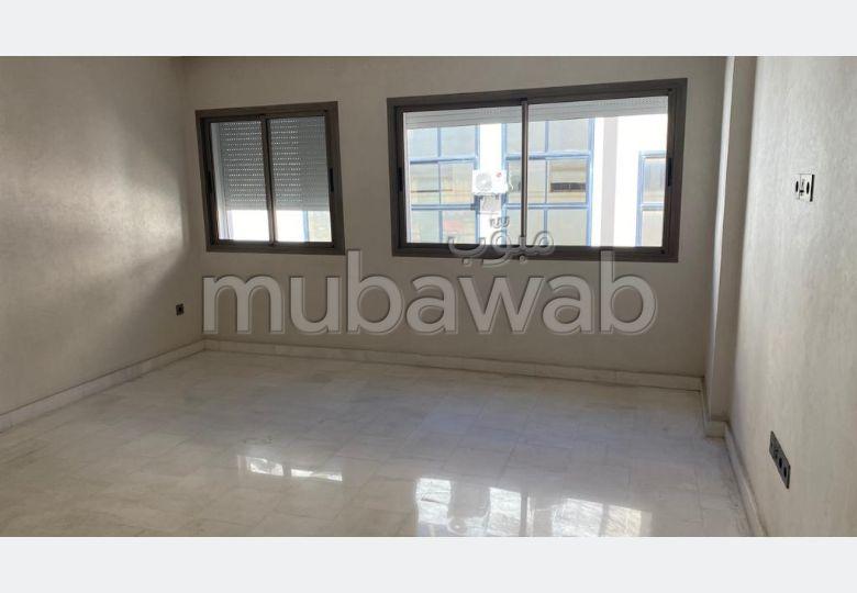 Bonito piso en alquiler en Maârif. 2 Salas. Ascensor y plazas de aparcamiento.