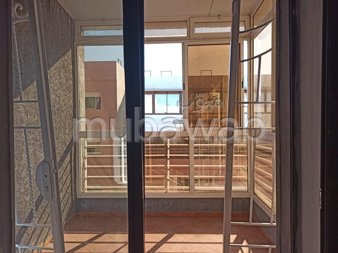شقة للشراء بوسط المدينة. المساحة الإجمالية 188 م². مع مصعد وشرفة.
