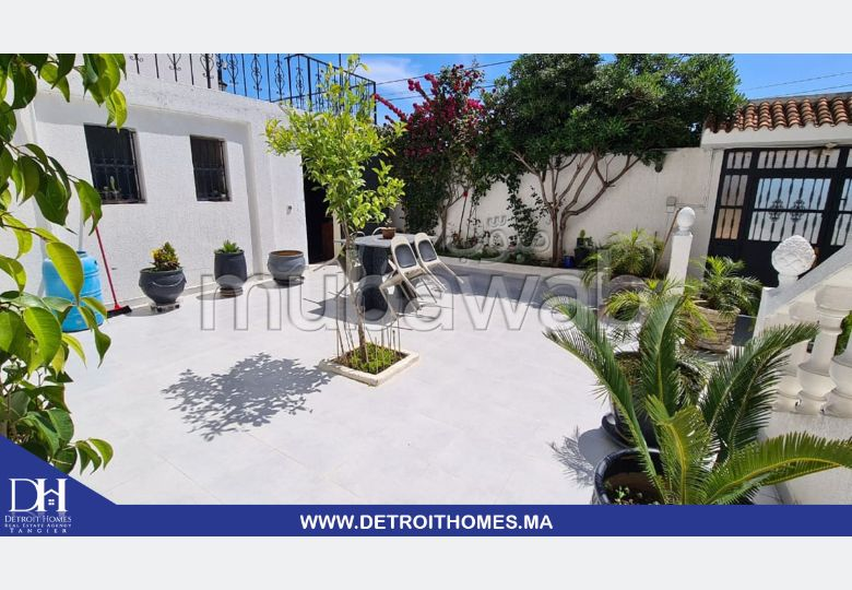 Luxury house for rent in Bella Vista. Surface area 500 m². Furnished.