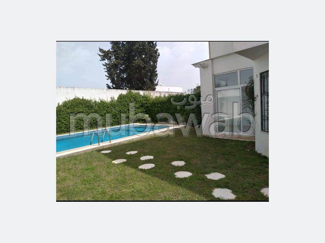 Duplex avec piscine et jardin