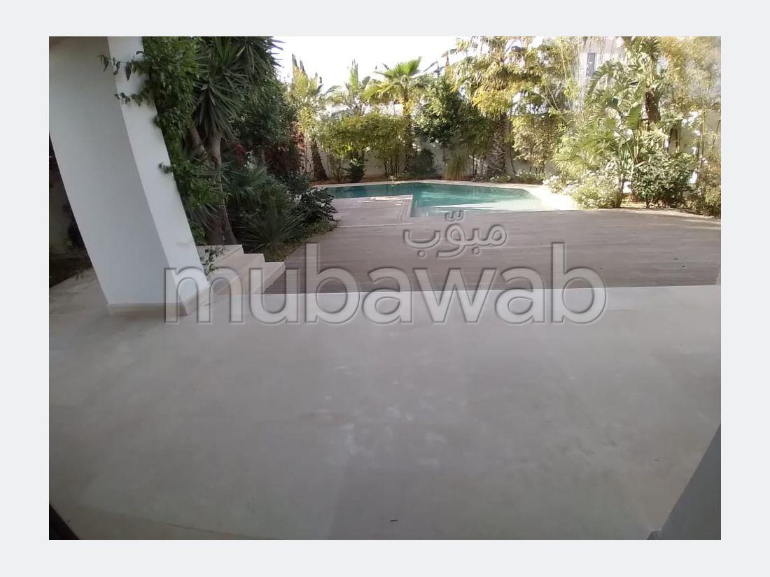 Villa Neuve avec piscine à El Menzah