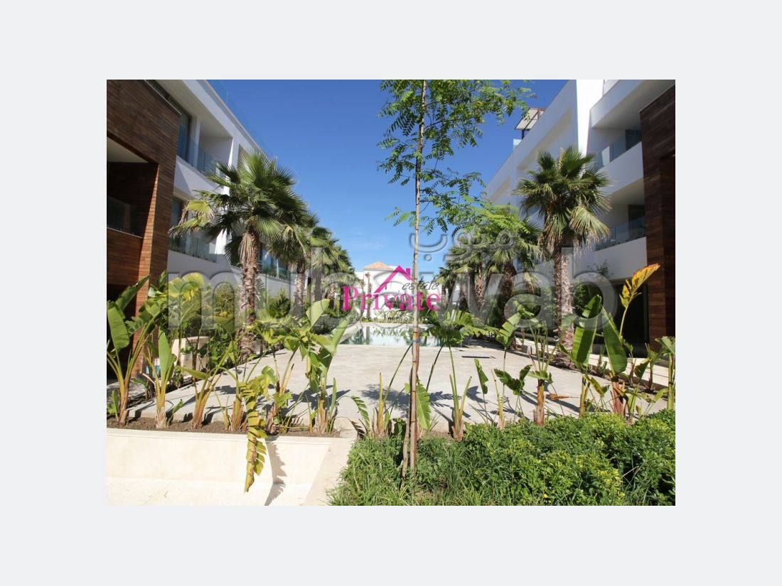 Very nice apartment for rent in Du Golf. Total area 193 m². Parking spaces and beautiful garden.