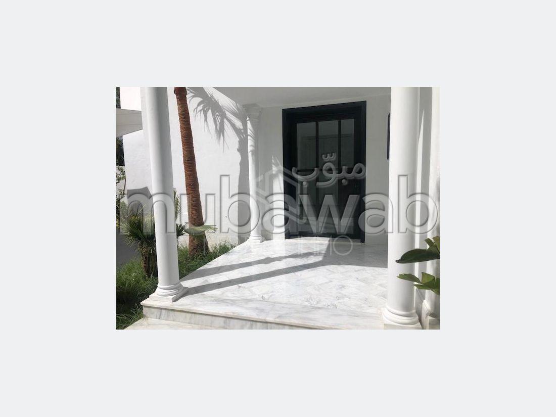 A louer une villa avec piscine a Carthage