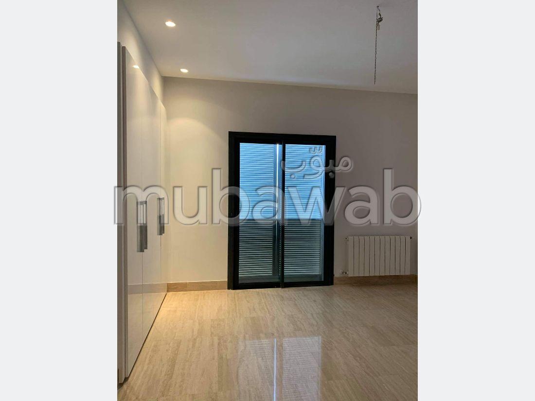 Superbe appartement à louer à Les Berges Du Lac 2. Surface totale 320 m²