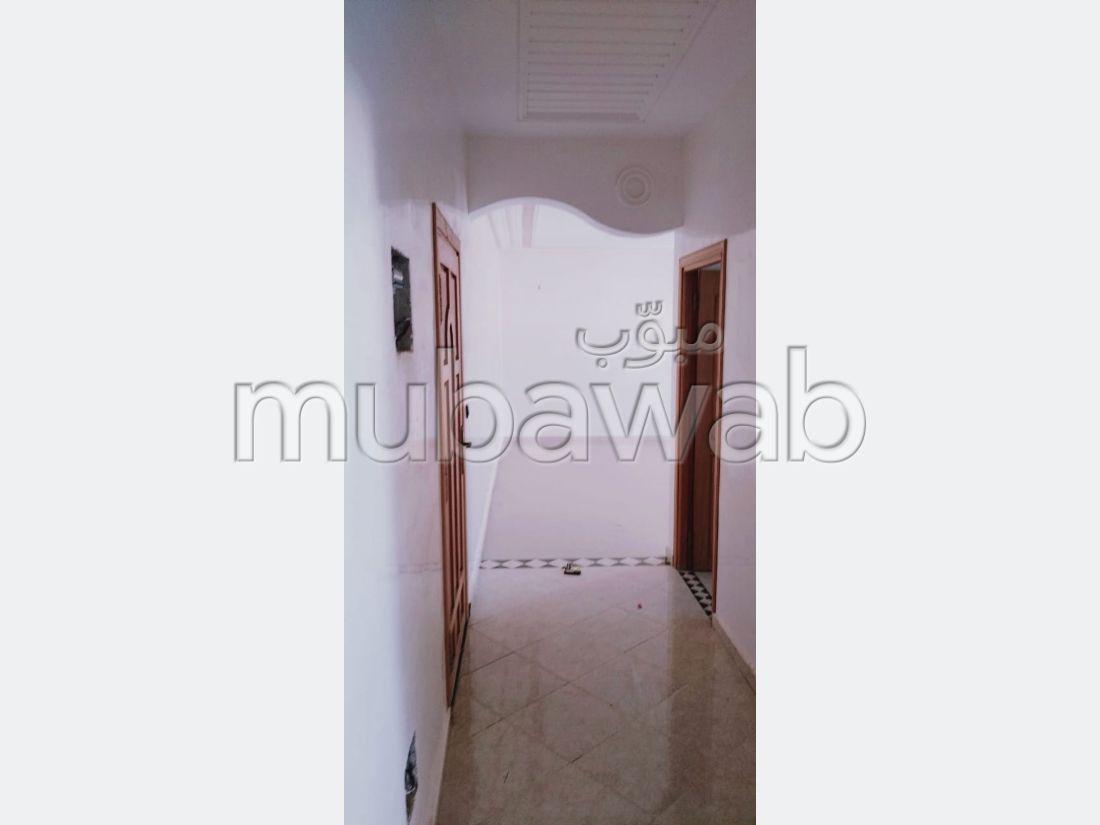 شقة رائعة للبيع ب طريق عين شقف. 3 غرف. مصعد متوفر.
