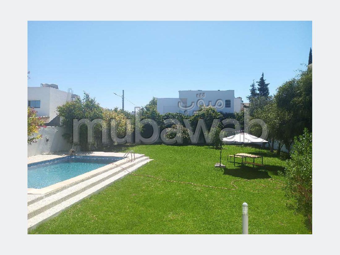 A louer villa s+5 avec piscine la soukra