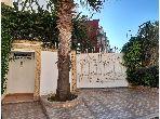 suntuosa casa en venta en Ismalia. 4 Hermosas habitaciones. Salón tradicional y antena parabólica.