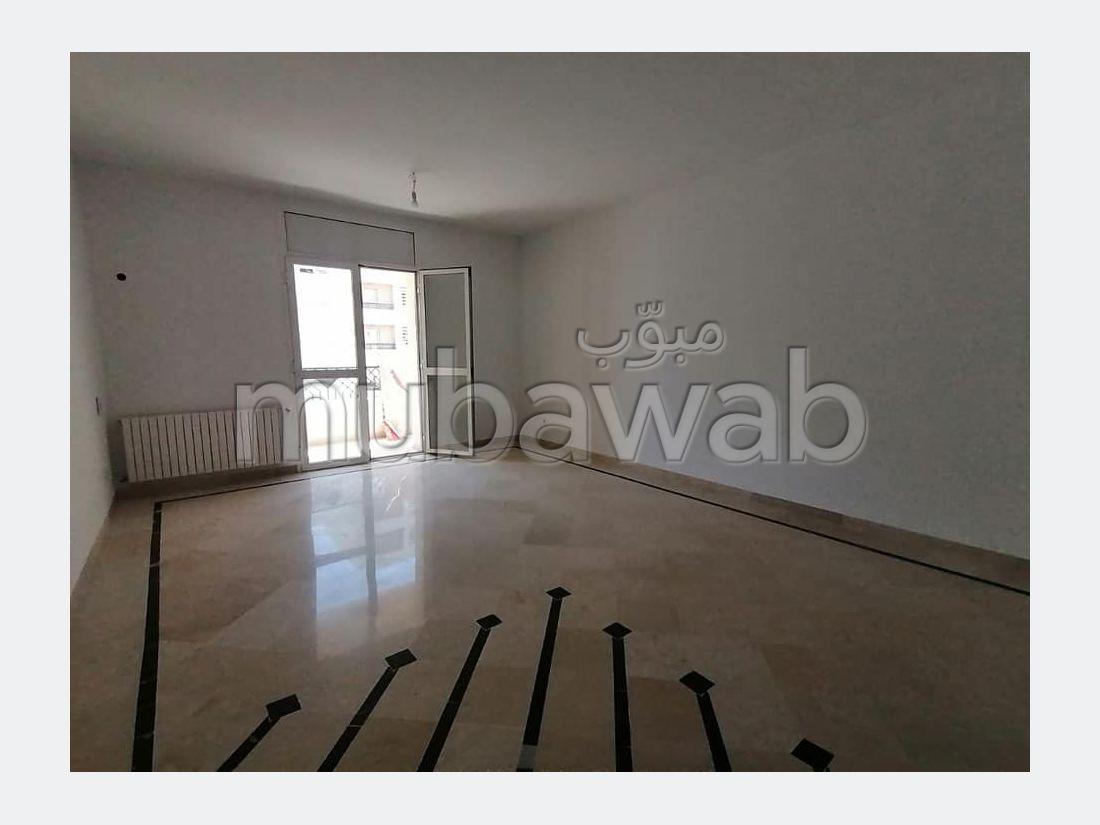 شقة رائعة للبيع ب حي النصر 1. 3 غرف رائعة.