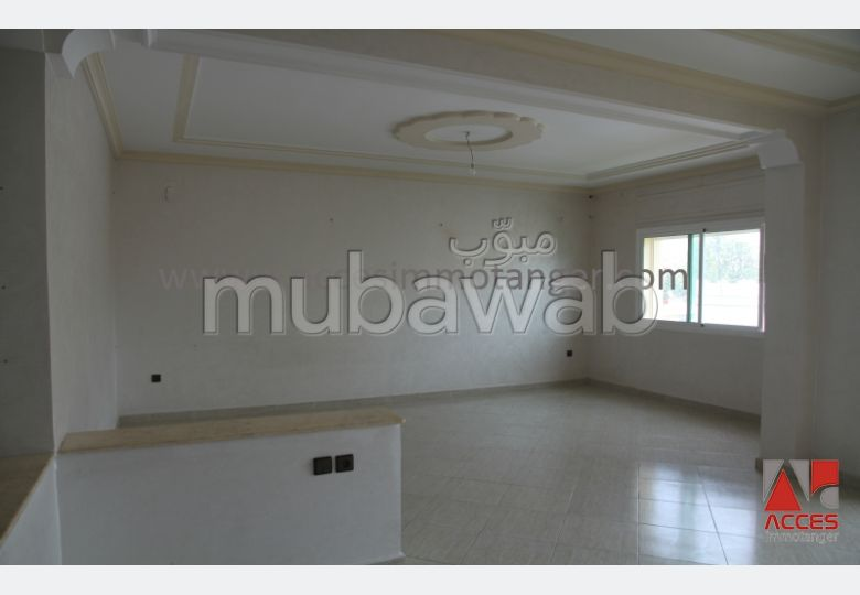 Rent this apartment in Administratif. 4 large living areas. Lift and garage.