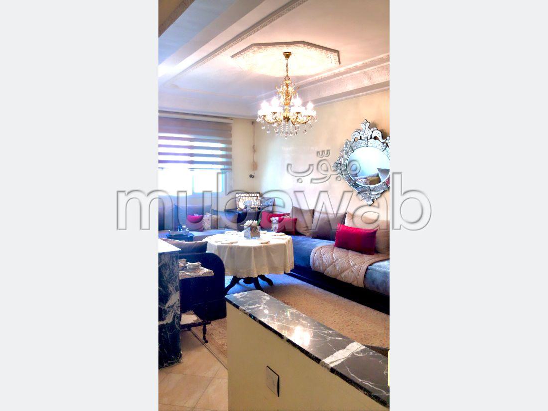 Vente d'un bel appartement à Maghrib Arabi. Surface de 86 m². Salon européen