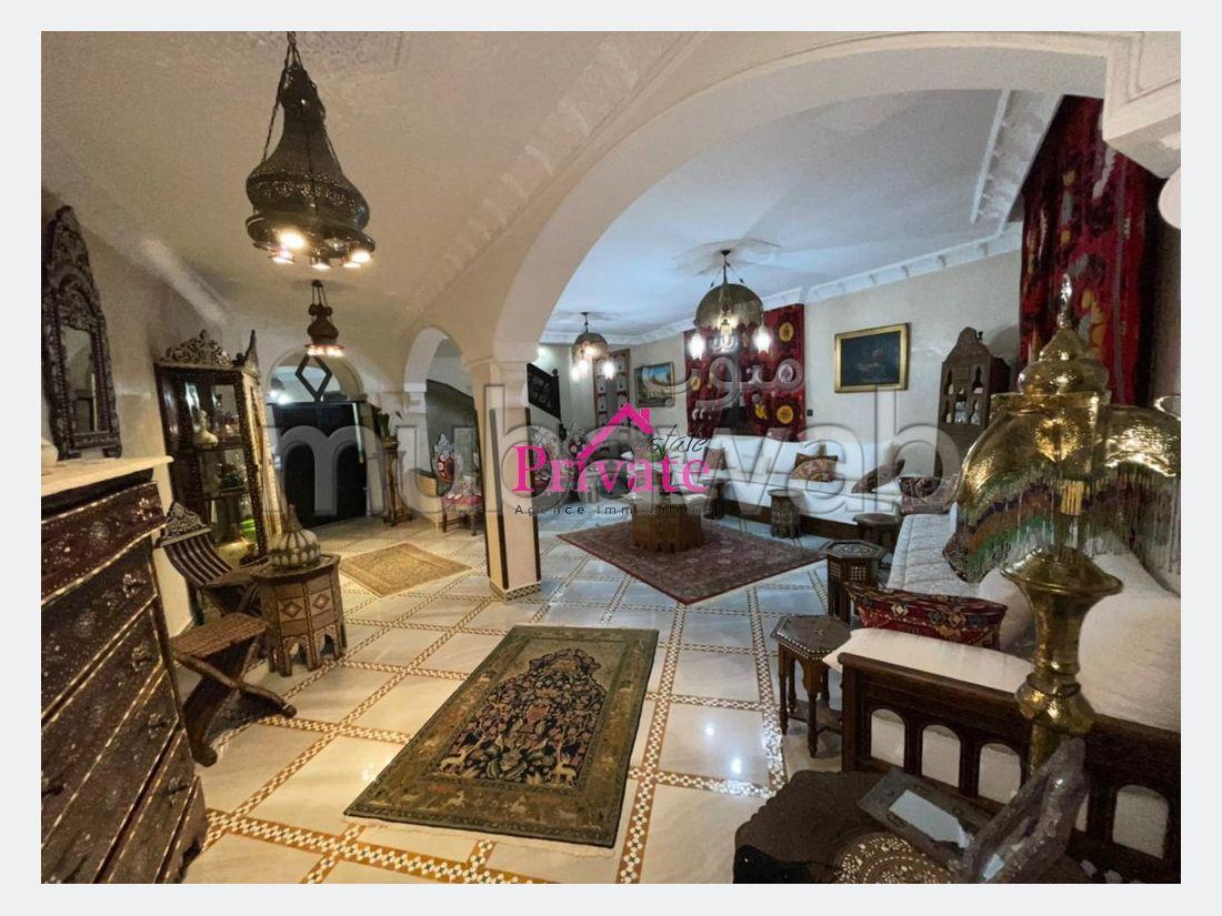 فيلا ممتازة للبيع ب ميستر خوش. المساحة 240 م². شرفة.
