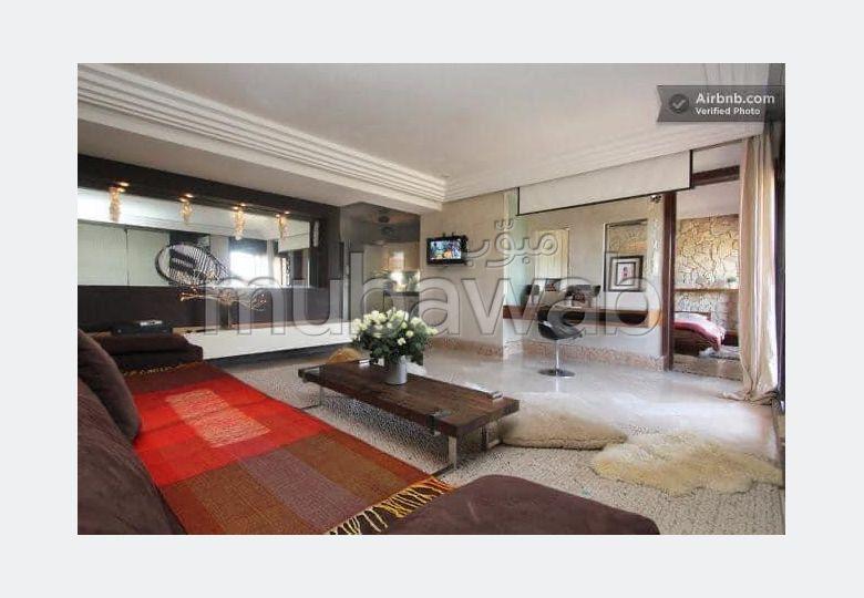 شقة رائعة للإيجار بحي الشتوي. المساحة الكلية 102 م². مفروشة.
