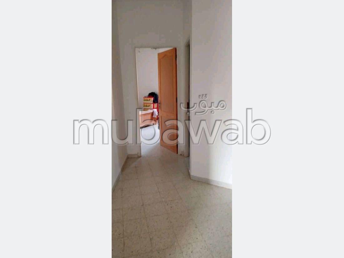 Appartement à vendre à Cité Chaker. Superficie 150 m².