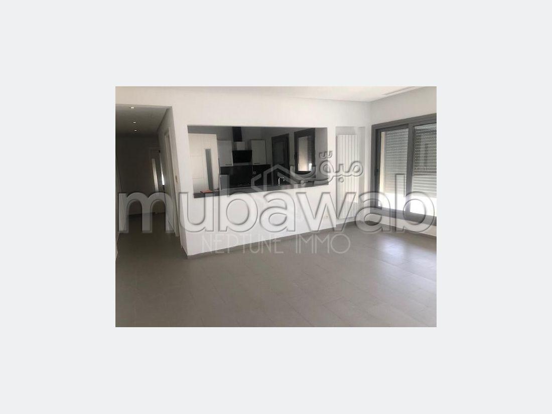 شقة للكراء ب ڨمرت. 2 غرف جميلة. نوافذ زجاجية مزدوجة ومدفئة مركزية.