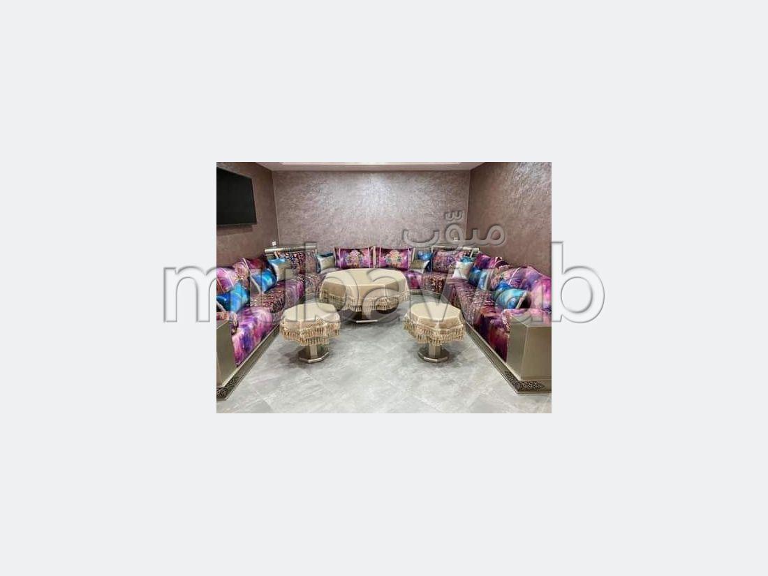 Louez cet appartement à Guéliz. Surface totale 90 m². Bien meublé.