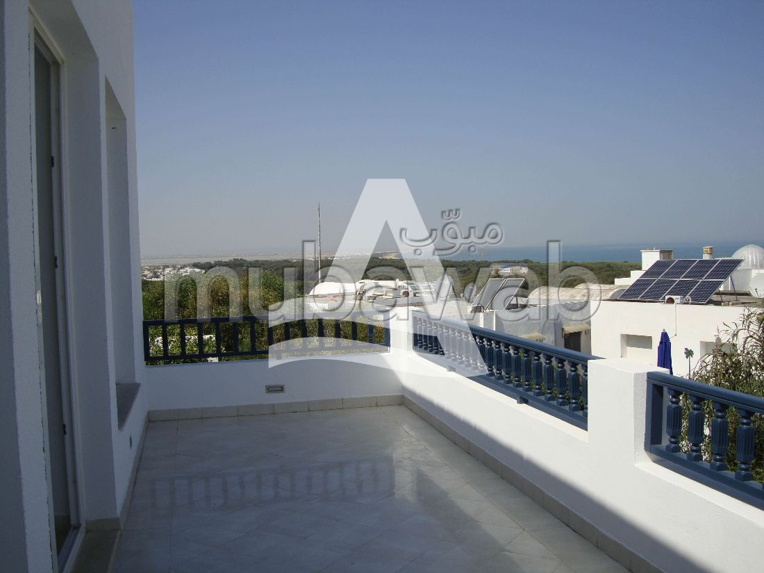 Very nice apartment for rent in La Marsa. Large area 200 m². Furnishings.