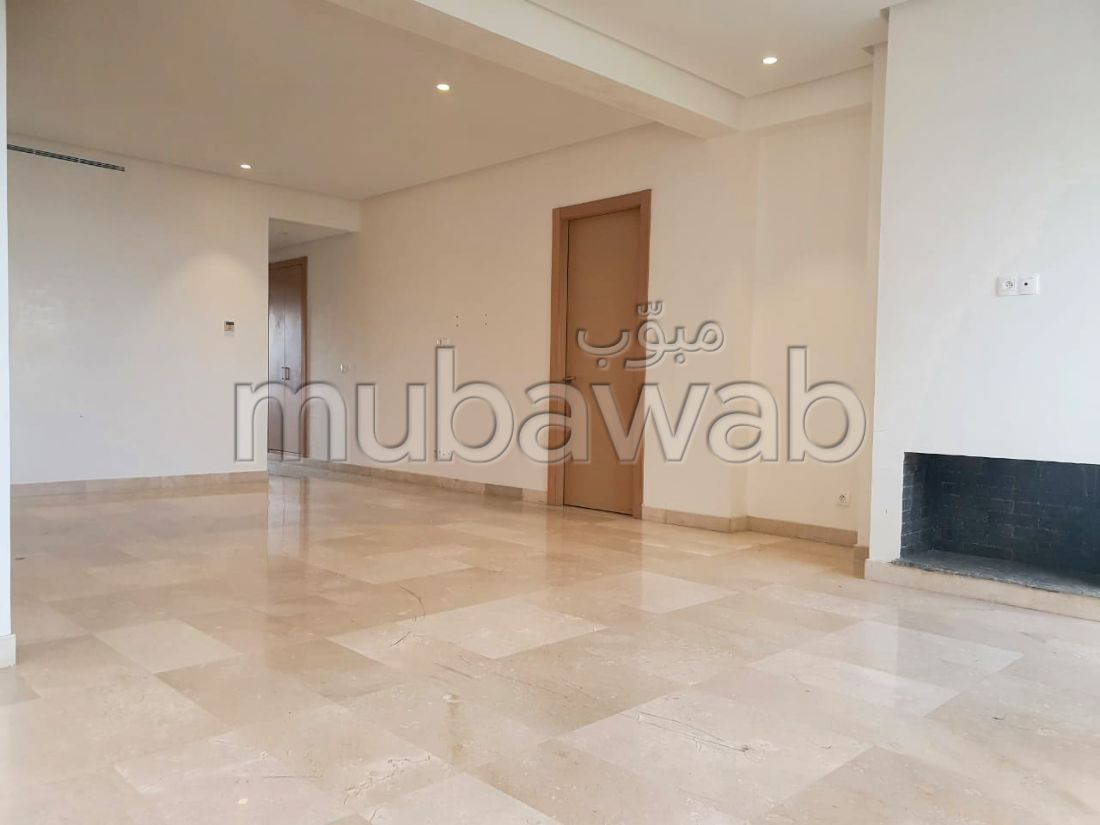 شقة للبيع ببوسكورة. المساحة الكلية 120 م². مع مصعد وشرفة.