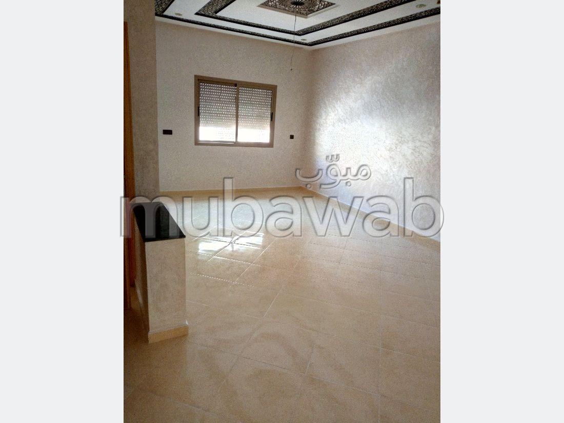 Busca pisos en venta en Route se Sefrou. 2 Dormitorio. Salón tradicional, antena parabólica general.