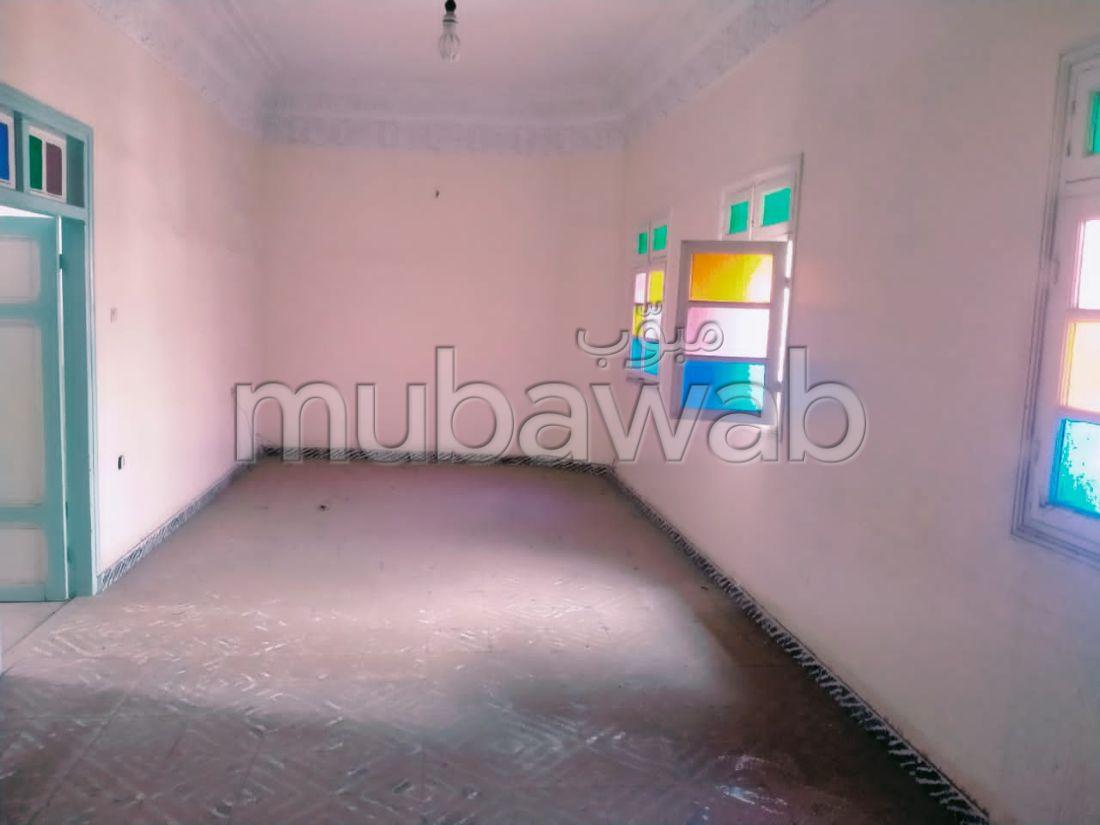 عقار للإيجار ببرشيد. المساحة 200 م².