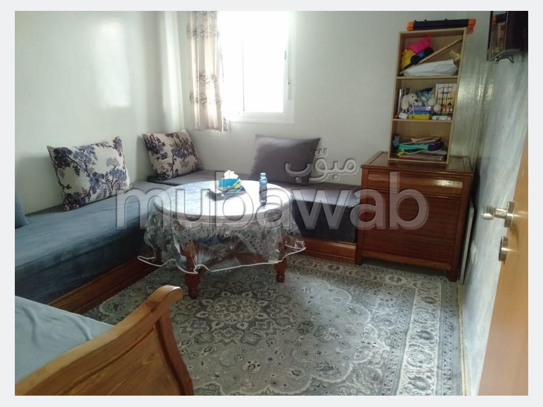 شقة للشراء ب سيدي عبد الله. 3 قطع كبيرة. صالون مغربي، و خدمة الأمن والحراسة.