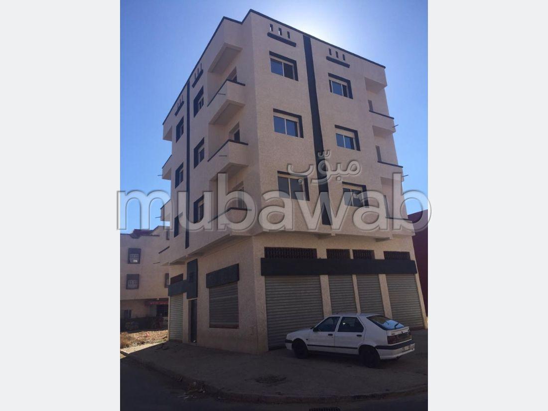 شقة رائعة للبيع ب فال فلوي. 2 غرف جميلة. صالون مغربي أصيل.