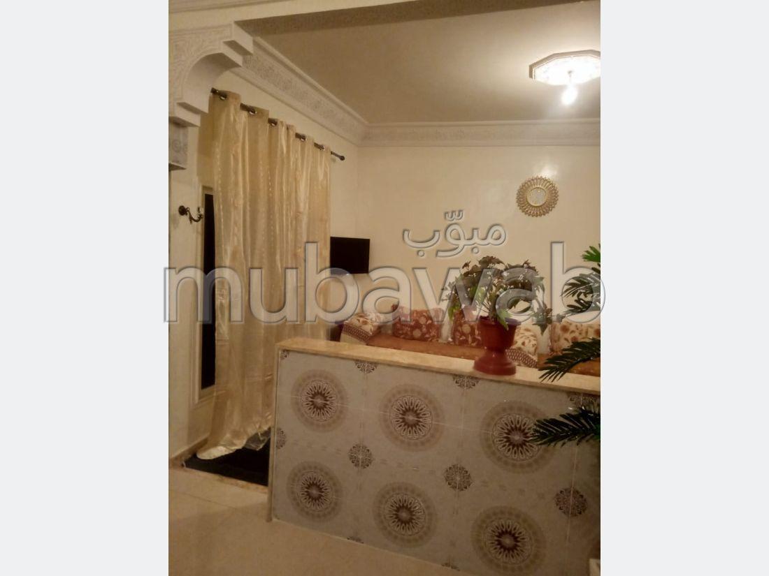 Appartements à louer à Abbadi. Superficie 90 m². Réfrigérateur