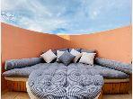 Piso en alquiler en Guéliz. Gran superficie 118 m². está amueblado con buen gusto.