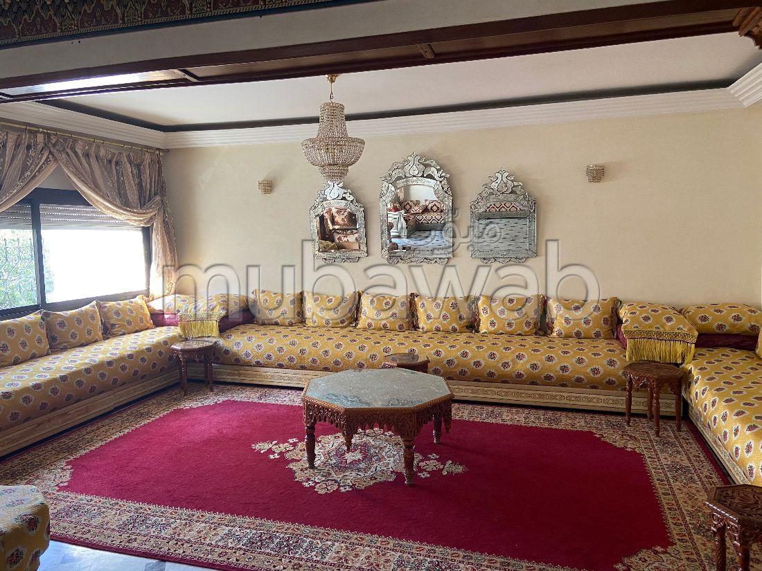 بيع شقة ب طريق ايموزر. المساحة الكلية 240 م². باب متين ونظام الزجاج المزدوج.