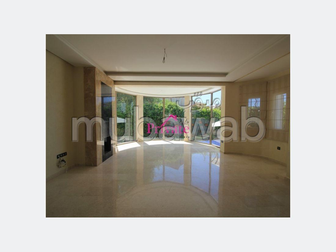 Splendid villa for sale in Moujahidine. 5 Dormitory. Green area, Balcony.