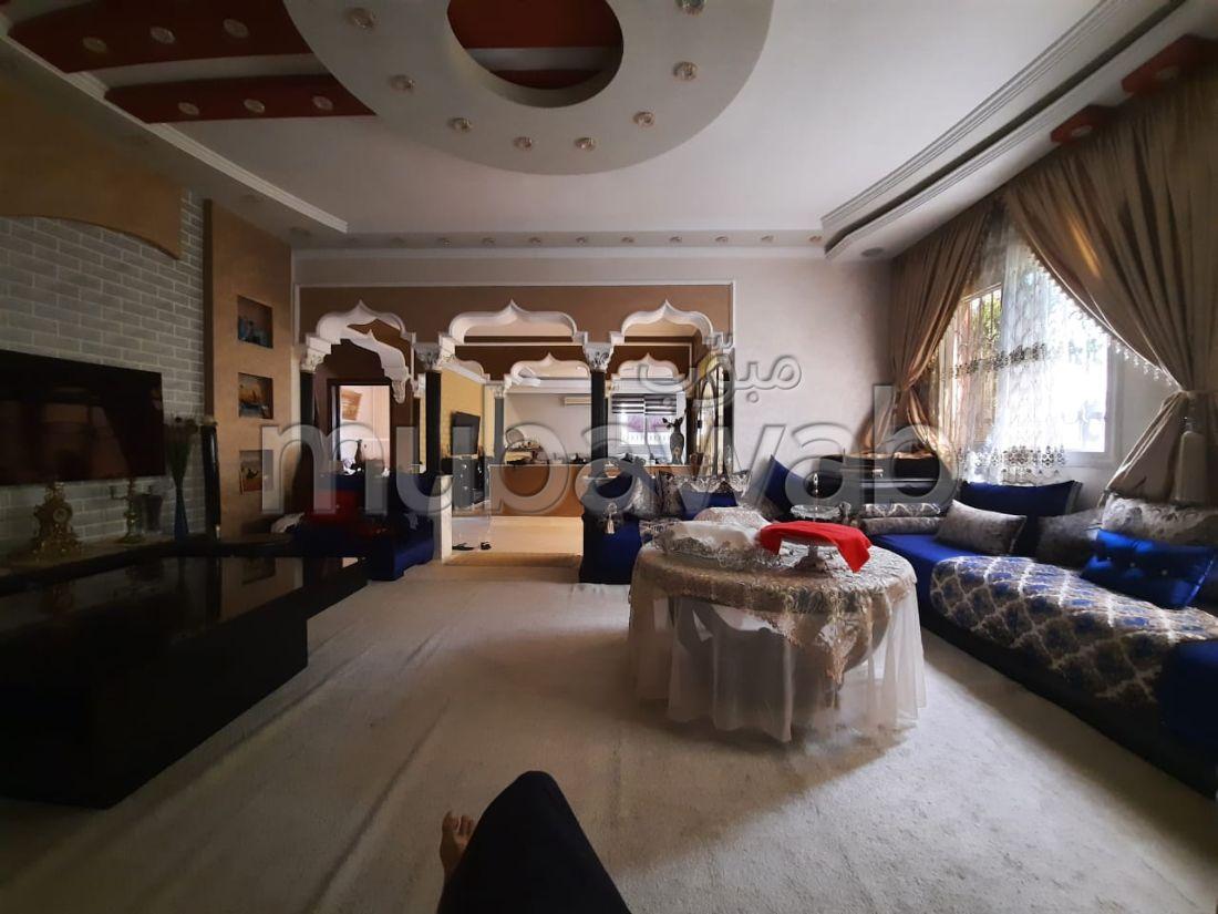 Villa de haut standing à vendre à Ben Serguaou. 5 chambres agréables. Système de parabole et salon marocain