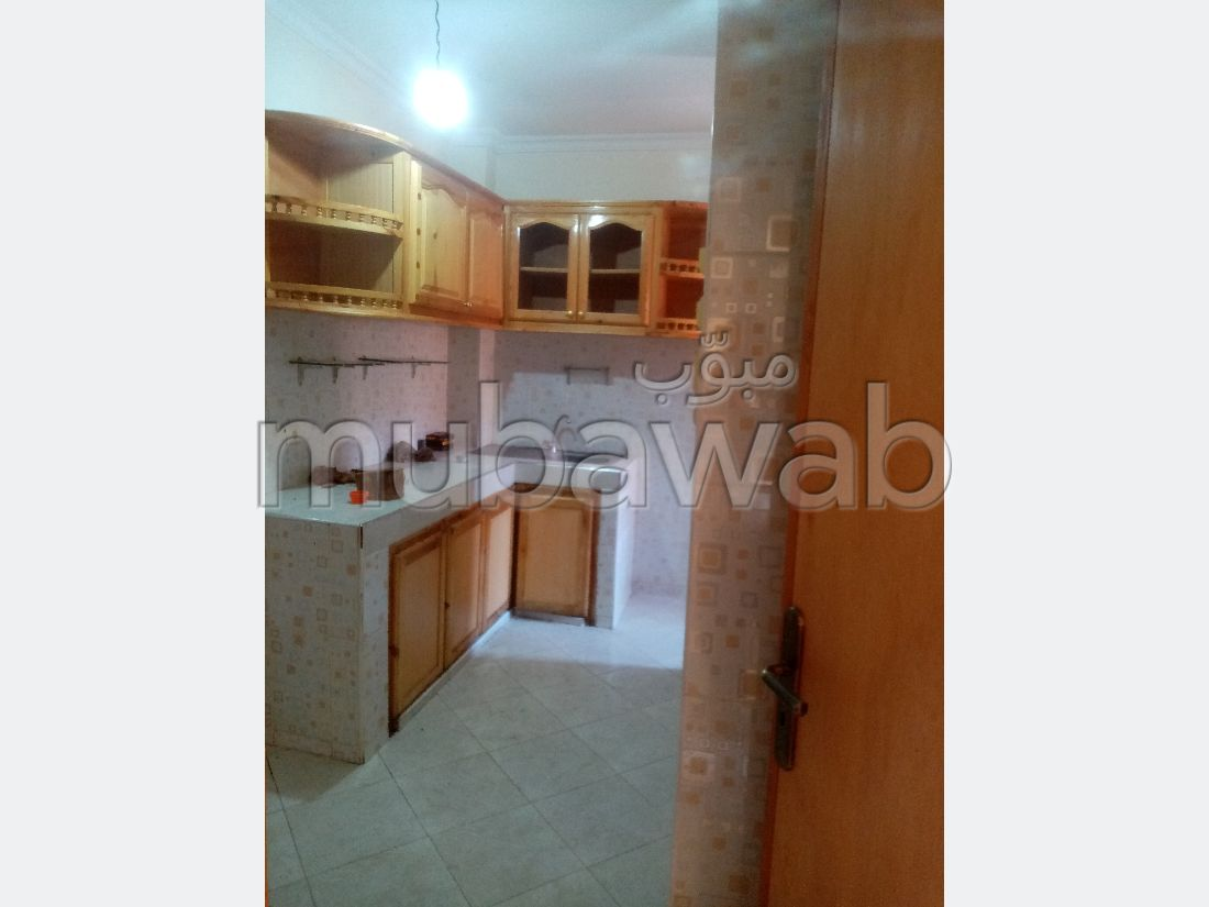 Alquila este piso en Mhamid. 2 Hermosas habitaciones. Puerta pesada, residencia con seguridad.