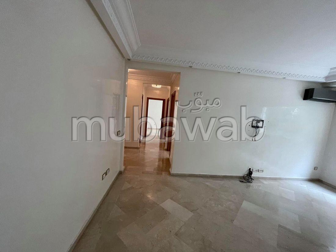 بيع شقة ب بوركون الغربي. 2 غرف جميلة. صالون مغربي نموذجي ، إقامة آمنة.
