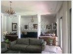 Splendide villa à vendre à Californie. 5 pièces. Tout confort avec cheminée et climatisation
