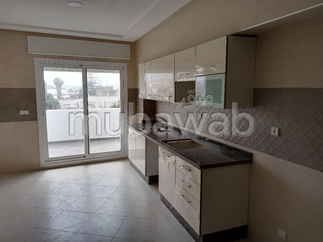 Very nice apartment for rent in Castilla. 8 large living areas. Green areas and lift.