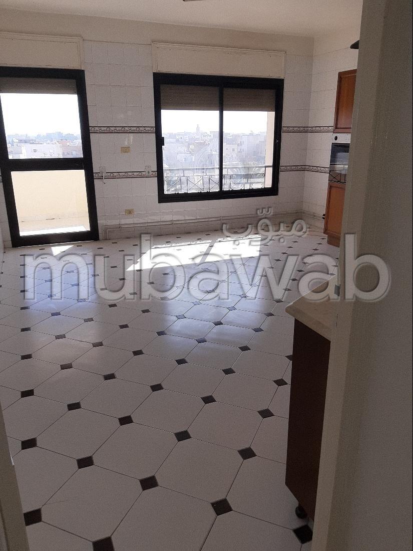 شقة للشراء ب سوسة المدينة. المساحة 240 م². مع المرآب والمصعد.
