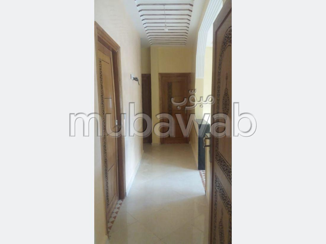 Se vende piso en Route se Sefrou. 2 habitaciones.