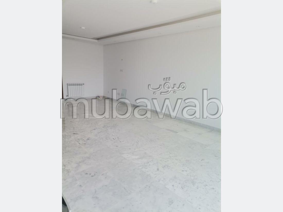 شقة للبيع ب حي النصر 1. المساحة الكلية 212 م². مصعد وشرفة.
