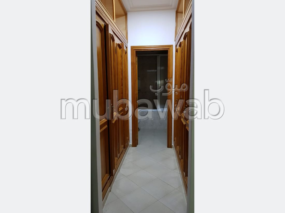 Apartment for sale in Bourmana. Area of 174 m². Parking spaces and terrace.