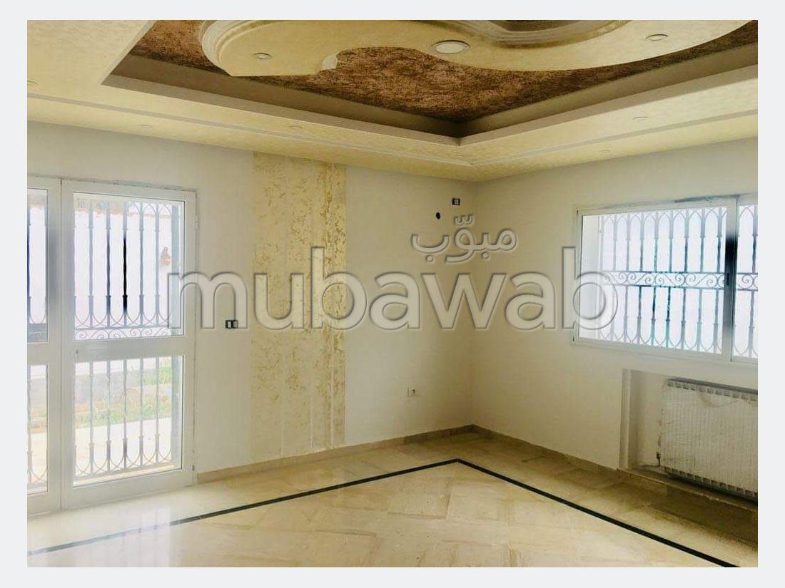 Splendide villa à vendre à Borj Touil. Surface totale 574 m². Porte blindée, antenne parabolique