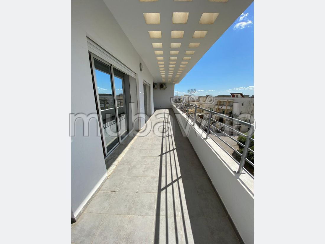 Apartment for rent in Les Jardins de Carthage. Large area 300 m². Caretaker service available, air conditioning.